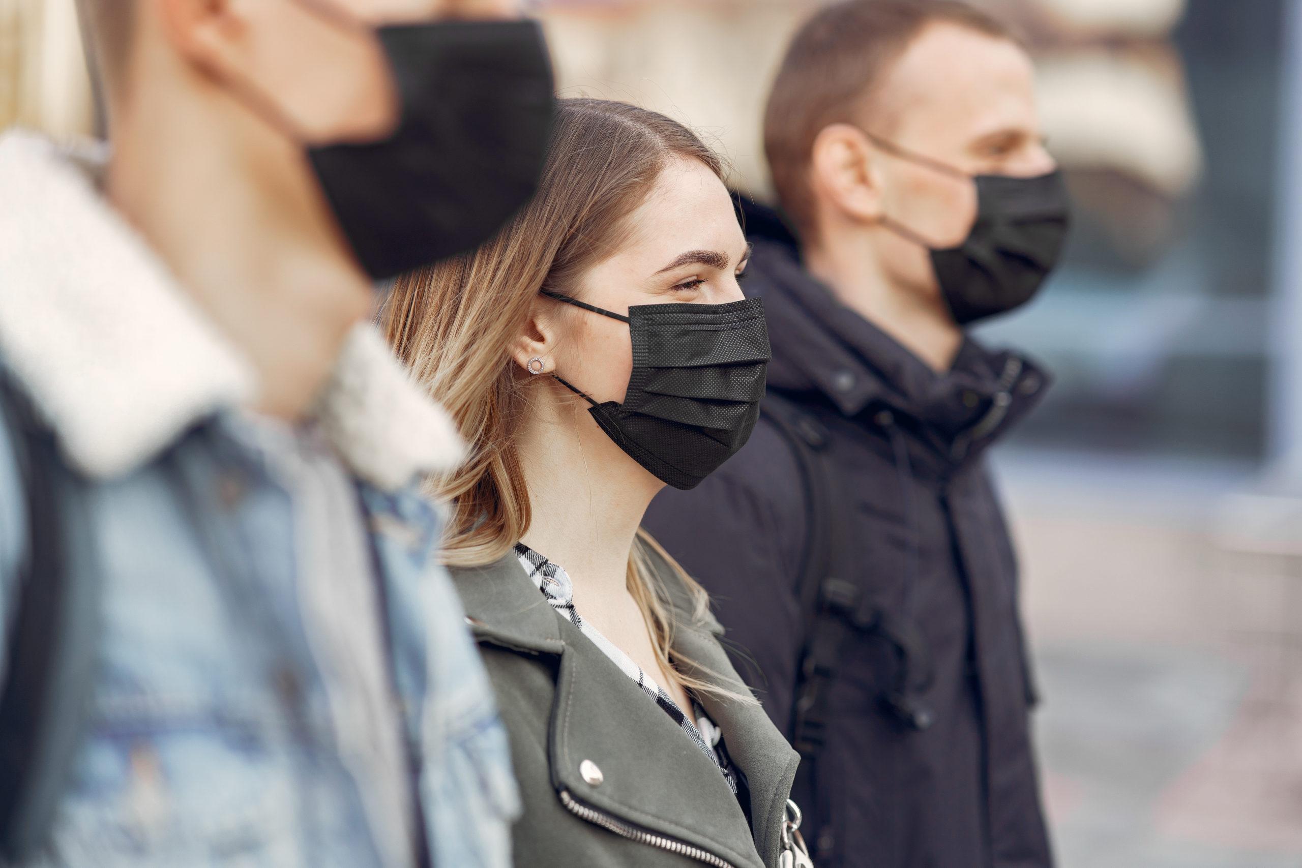 Masques de protection: face au coronavirus, les organismes de développement standard suivent plusieurs pistes